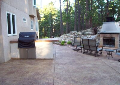 Siloam Stone Wall | Stamped Concrete | Fireplace | BBQ | Barbeque