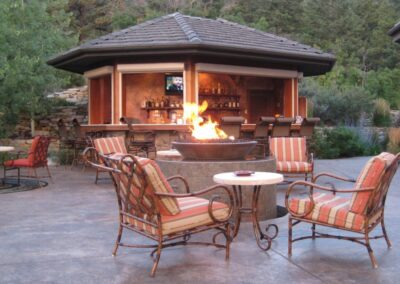 Outdoor Bar | Fire Pit