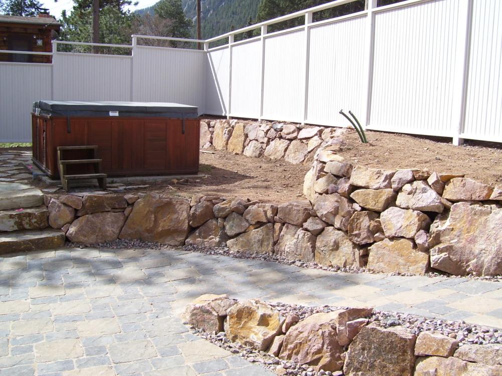 Menzer Granite Retaining Wall | Pavers